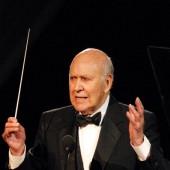 Carl Reiner sings opera